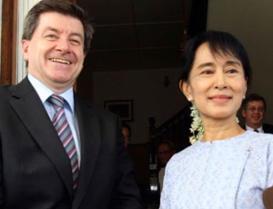 Guy Ryder, the deputy director general of the International Labour Organisation (ILO), meets with Burma's pro-democracy leader Aung San Suu Kyi at her home on University Avenue in Rangoon on Friday, February 25, 2011. Ryder is in Burma to sign a one-year extension of an agreement with the Burmese junta to maintain an ILO office to handle citizens' complaints involving forced labour. Photo: Mizzima