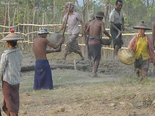 Villagers_forced_to_work_for_Burma_army
