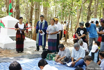 The martyred founder and leader of the Kachin Independence Organization (KIO) General Zau Seng is honored during a April 24, 2012 ceremony held at a former KIO base at Htam Ngawp Bum mountain in Thailand.