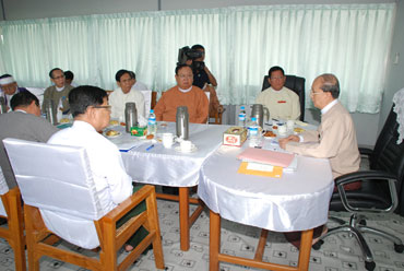 Burmese-President-Thein-Sein-met-with-political-parties_s