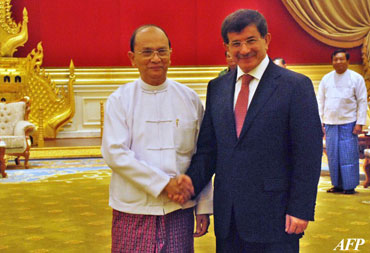 Burmese President Thein Sein, left, shakes hands with Turkish Foreign Minister Ahmet Davutoglu during a meeting in Naypyidaw on August 9, 2012. Davutoglu arrived in Burma on Thursday, and he will visit Rakhine State on Friday. Photo: AFP