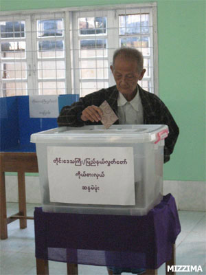 A senior citizen inserts his vote into a ballot box at a polling booth in Dagon Township, Rangoon, in Burma's first election in 20 years in 2010. Photo: Mizzima