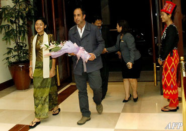 UN Human Rights Special Envoy Tomas Ojea Quintana, center, arrives at a hotel in Rangoon at the start of a seven day visit on Sunday, July 29, 2012. Quintana will visit the conflict-ridden Rakhine state and will meet with Burmese President Thein Sein. Photo: AFP
