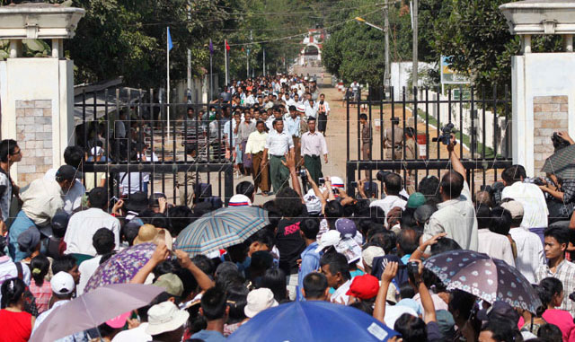 Prisoners walk out of Insein Prison in Rangoon in January after receiving a presidential amnesty. Photo: Mizzima