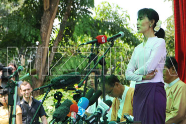 Aung San Suu Kyi holds a press conference at her lakeside home in this file photograph. Photo: Mizzima