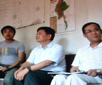 Lu Qizhou (center), head of CPI the firm behind the Myitsone dam project meets with relocated villagers at Aung Min Thar on April 18 in an effort to convince them to support the stalled mega dam.