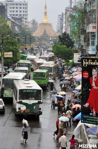 Downtown traffic in Rangoon, where the authorities are trying to replace decades-old vehicles with newer models. Photo: Mizzima
