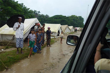 Tents set up for internally displaced people on the side of the road in Thet Kel Pyin camp, Rakhine state, Burma. Photo: OCHA