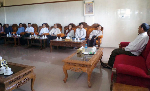 committee-arrving-Sittwe