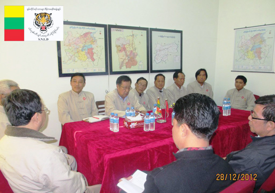 Sai Nyunt Lwin, SNLD General Secretary with Kokang party leaders (Photo: SNLD)