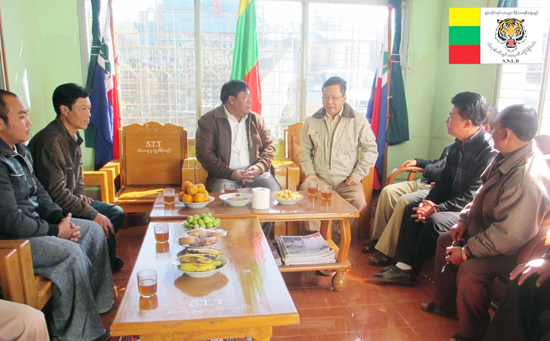 Sai Nyunt Lwin, SNLD General Secretary with Wa party leaders (Photo: SNLD)