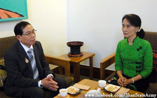 Meeting between Lt-Gen Yawdserk, chairman of the Restoration Council of Shan State / Shan State Army (RCSS/SSA) and Aung San Suu Kyi, the leader of Nationalities League for Democracy (NLD) (Photo: Shan State Army)